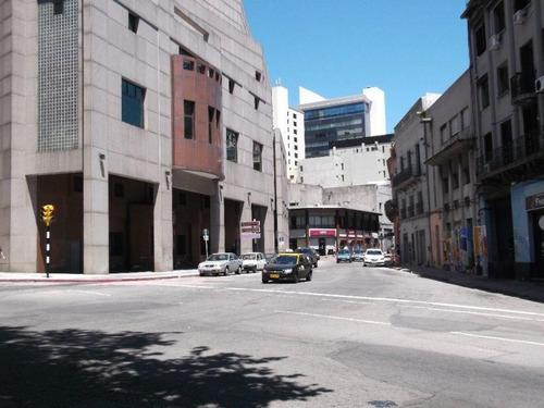 Excelente Edficio Proximo A 18 De Julio Y Plaza Independencia