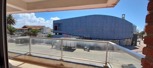 Apartamento En Venta Y Alquiler Anual De 1 Dormitorio Con Cochera En Peninsula - Punta Del Este- Ref: 26811