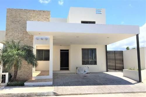 Casa En Esquina Remodelada En El Fracc Las Americas