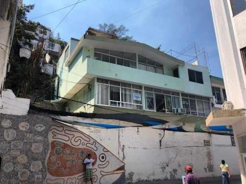 Edificio De Oficinas Junto A La Presidencia Municipal En El Centro Histórico