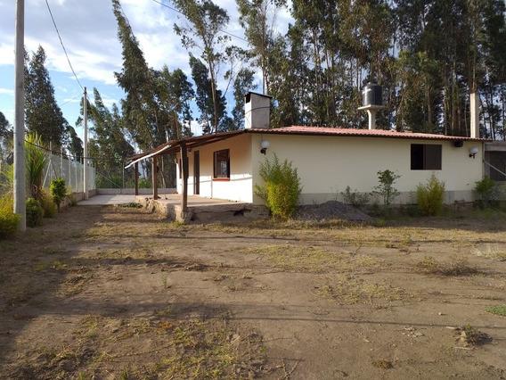 3 Habitaciones, 2 Baños, Cocina, Comedor, Sala, Parqueadero,