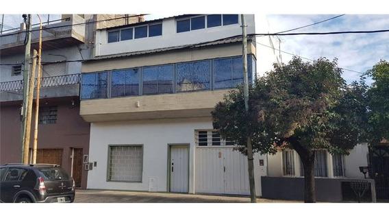 Edificio Comercial Industrial Con Locales Showroom Y Oficinas En Alquiler