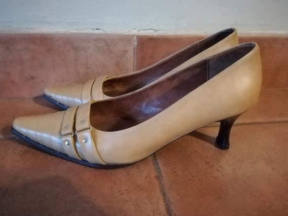 Zapatos Stilettos Febo Color Camel. Número 39
