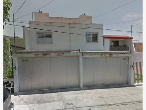 Casa En Venta En Lomas De Independencia