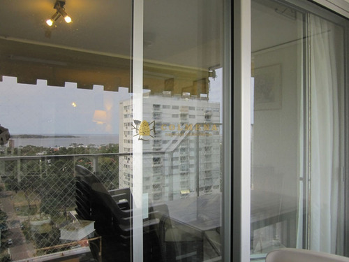 Apartamento En Muy Buena Ubicacion, De 2 Dor, 2 Baños Con Balcon Con Parrillero Con Linda Vista. Consulte!!!!!!!!- Ref: 1991
