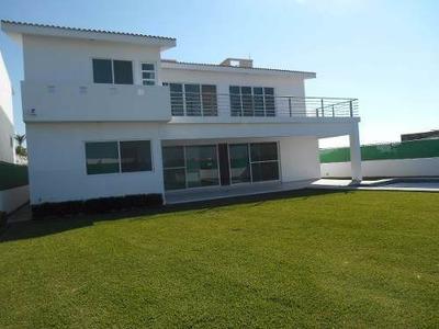 Residencia Fraccionamiento, Clima Cálido, Alberca, Jardín Y