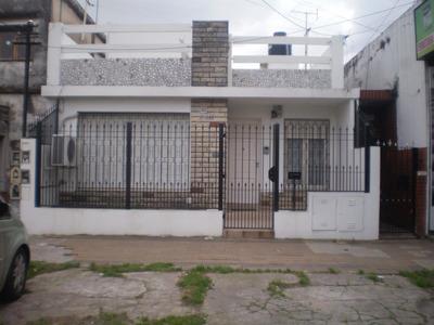 Casa De 2 Ambientes Sobre Avenida