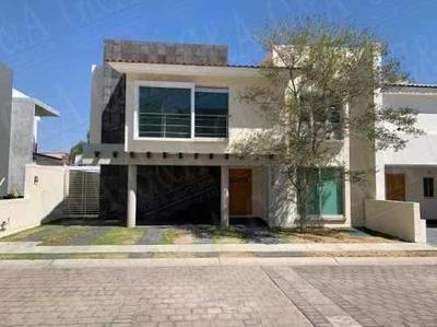 Moderna Y Amplia Casa
