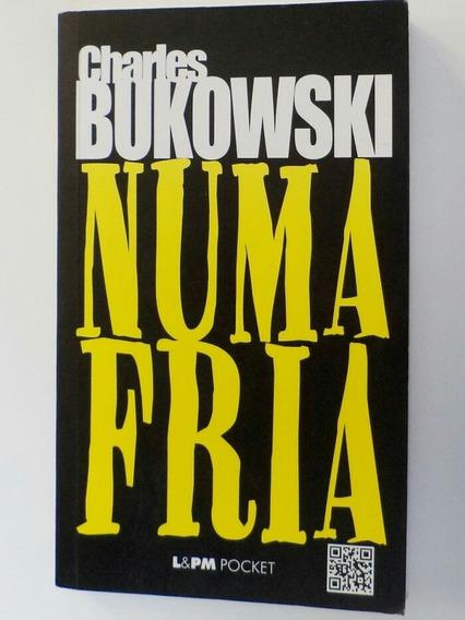 Livro De Bolso - Numa Fria, De Charles Bukowski, Seminovo
