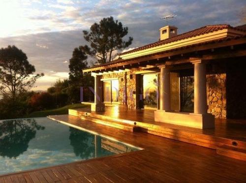 Casa En Las Cumbres, 3 Dormitorios Con Hermosa Vista- Ref: 203