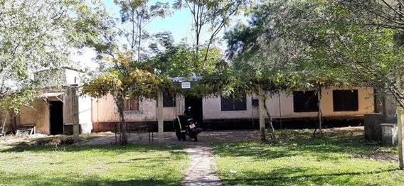 Casa De Dos Dormitorios, Un Baño, Living Y Cocina