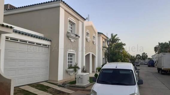 Townhouses En Venta En Maracaibo, Atgt.mls.20-8909