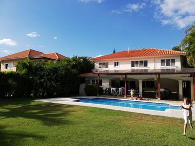 Se Vende, Casa 2 Niveles C/piscina En Metro Country Club!