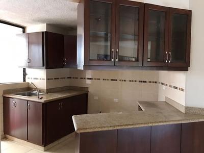Apartamento En Gazcue De 2 Habitaciones 4to Nivel