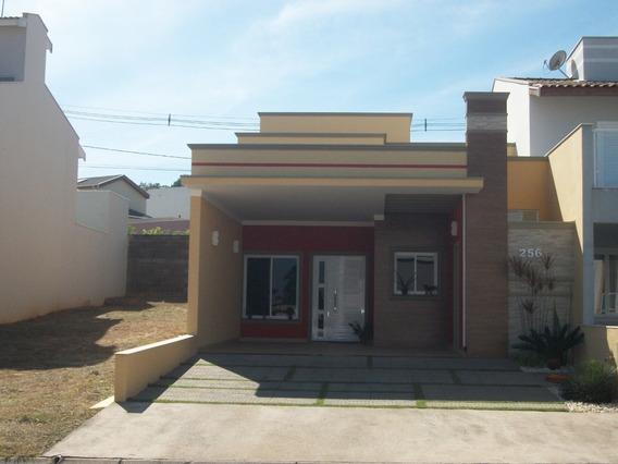 Casa Em Condomínio Com Excelente Localização
