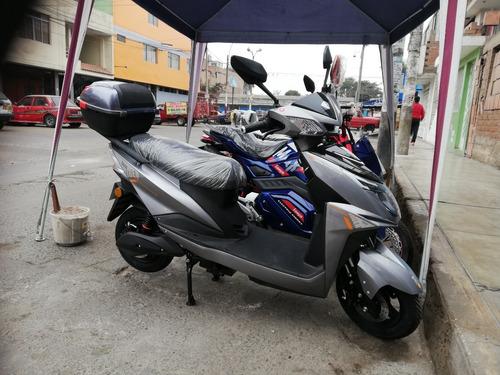 Imagen 1 de 9 de Moto Scooter Electrica 1500 Watts / Bateria De Litio 72 V