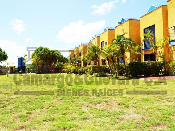 Camargo & Guevara Vende Villa En Porto Novo 04242204790