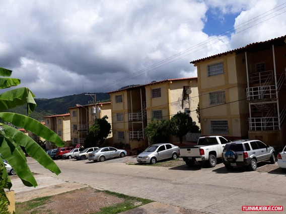 Apartamentos En Alquiler. La Colina