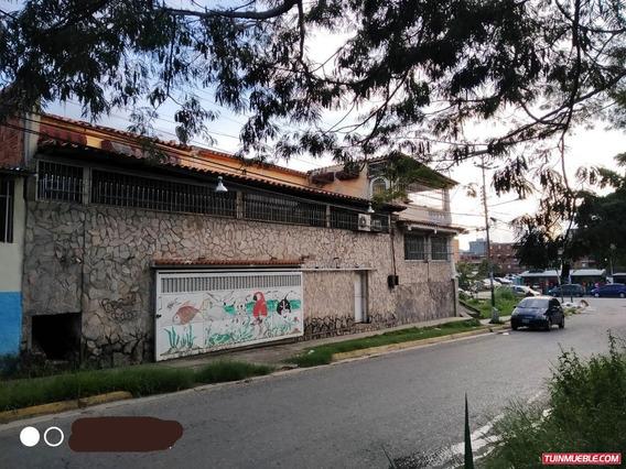 Casas En Venta Sector 1 Las Mercedes, La Victoria