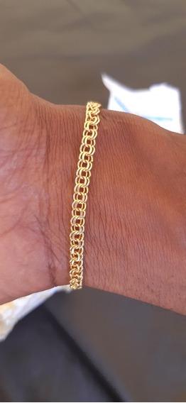 Cordão De Ouro E Uma Pulseira De Ouro