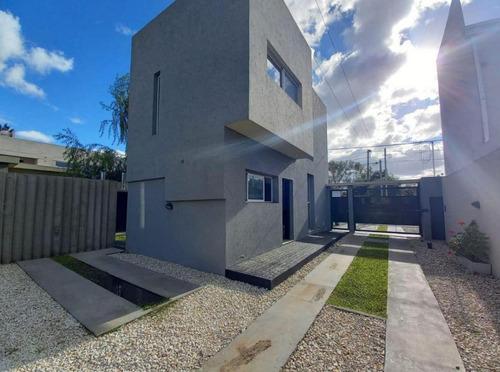 Imagen 1 de 30 de Duplex Venta 2 Dormitorios , Parrilla Y Piscina Climatizada- Terreno 150 Mts 2- La Plata