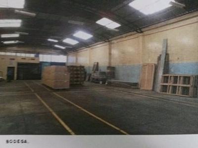 Terreno Amplio Con Nave Industrial, Bodega Y Oficinas.