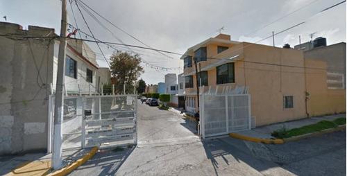 Imagen 1 de 10 de Amplia Casa Con 3 Recamaras En Tlalnepantla