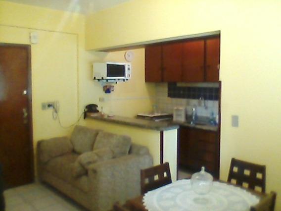 Alugo Apartamento Mobiliado: 1 Quarto, Com Vaga Garagem.