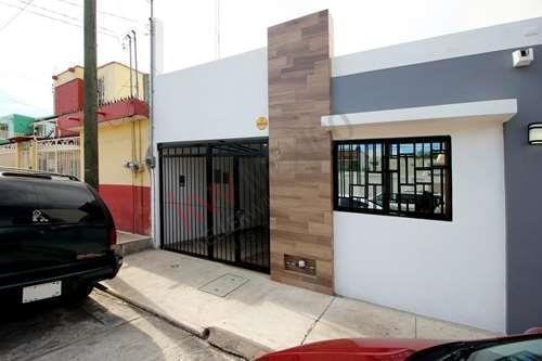Casa En Planta Baja En Col. Ferrocarrilera Ubicada A 2 Cuadras Del Malecón De Mazatlán