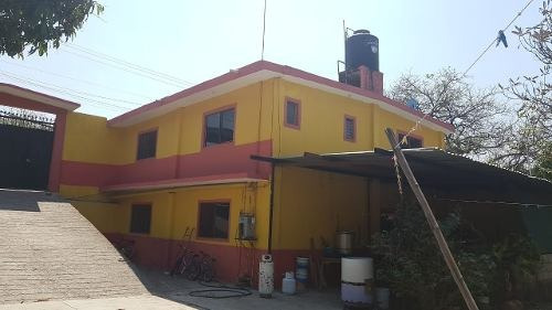 Casa Con 1415m2 De Terreno, Excelente Ubicación