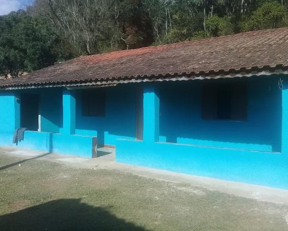 4 Quartos, 2 Banheiros, 2 Cozinha, 1 Sala, Varanda,