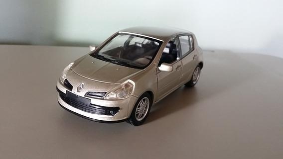 Miniatura Renault Clio Iii 1/34 Salvat Em Ótimo Estado 12 Cm