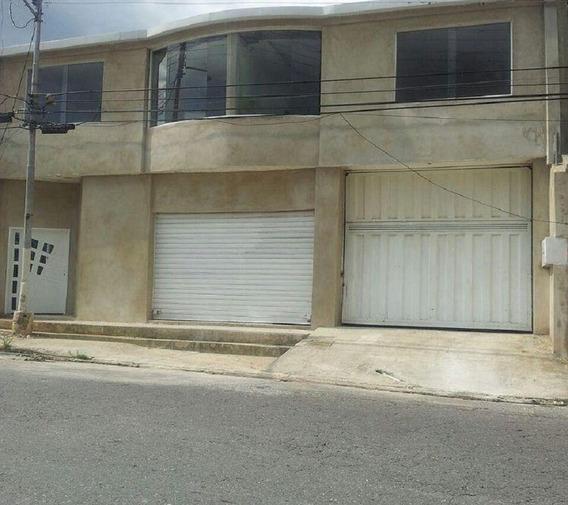 En Venta Edificio De 2 Apartamentos Y 1 Local En El Limón
