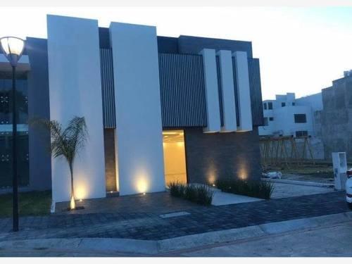 Casa Sola En Venta Residencial Dolores, Zona Plateada, Acabados De Lujo Y Alta Plusvalía.