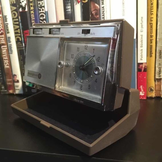 Antiguo Radio Reloj Despertador De Cuerda Westinghouse
