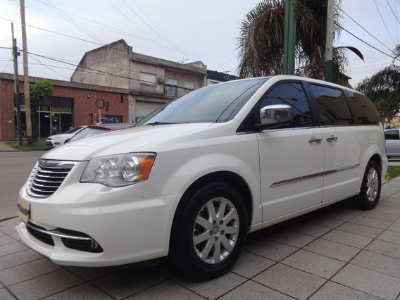 Chrysler Town & Country Limited 3.6 At { Excelente }
