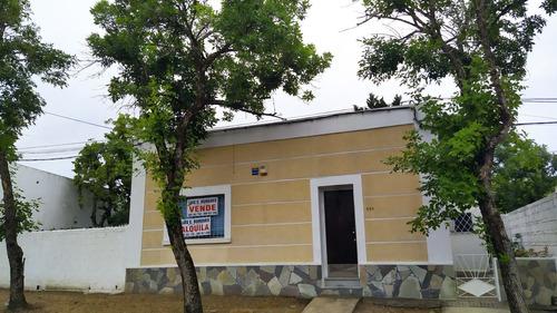 Casa En Ciudad De Durazno Con Amplio Terreno.