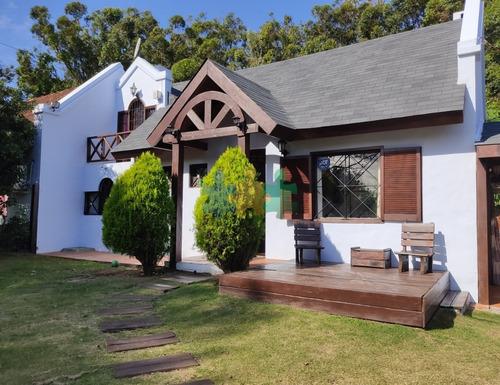 Casa En Venta En Punta Del Este, Pinares- Ref: 2423