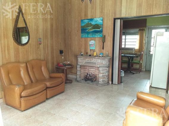 Venta De Casa Para 2 Familias De 7 Ambientes Con Cochera En Villa Domínico ( 25821)