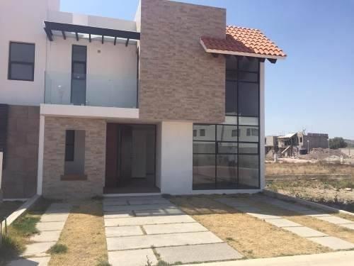 Casa Con 3 Recamaras Y 2 Baños