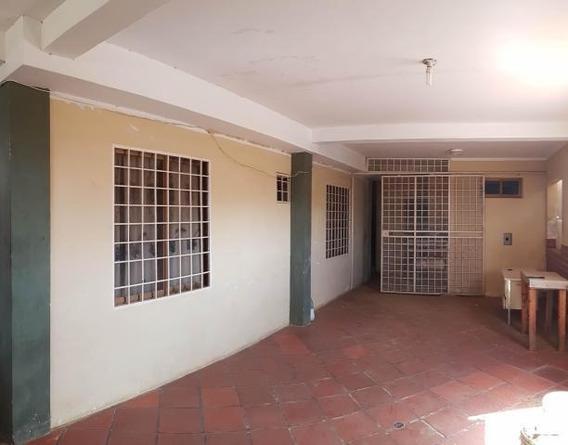Casa En Venta En Las Eugenias. Coro