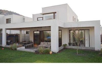 Chamisero, 4 Dormitorios (2 En Suite), 4 Baños + Servicios, Terreno 490 Mts2 Y Construido 176 Mts2. Orientacion Oriente.