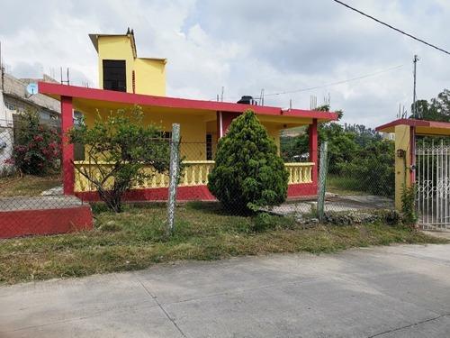 Casa En Venta Para Descanso Con Terreno En Ixtapan De La Sal