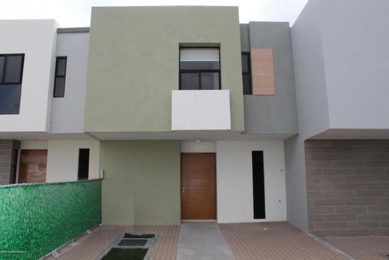 Casa En Renta En Zakia, El Marques, Rah-mx-21-434