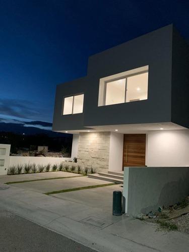 Casa En Venta En Lomas De Juriquilla Querétaro Con Seguridad Y Plusvalía