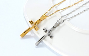 Colar Crucifixo Jesus Vazado De Aço Inoxidável