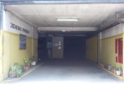 Dueño Vende Cochera Amplia A Una Cuadra De Plaza Flores