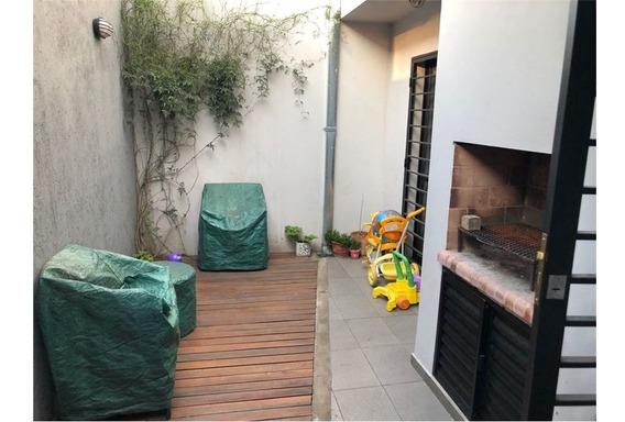 Duplex En Venta Con Cochera En Tolosa