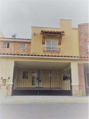 Amplia Casa Cerca De La Nueva Plaza Comercial.