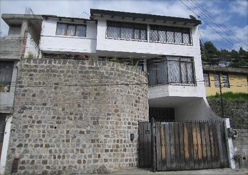 Casa Amplia, Sector Centro De La Ciudad De Quito